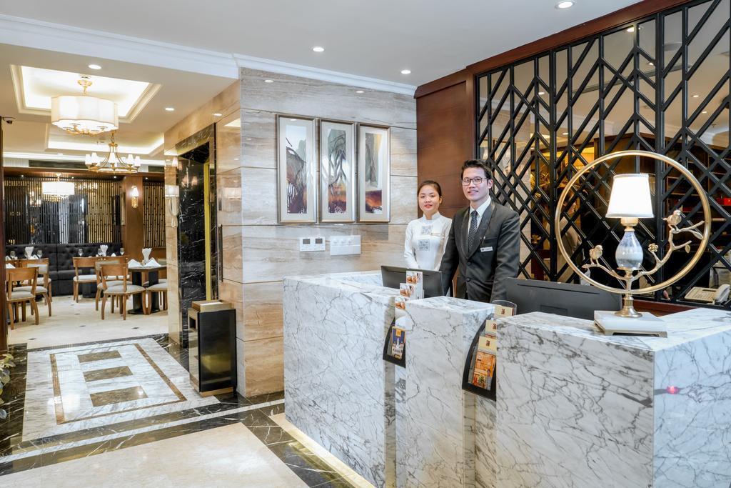 Conifer-Grand-Hotel-1