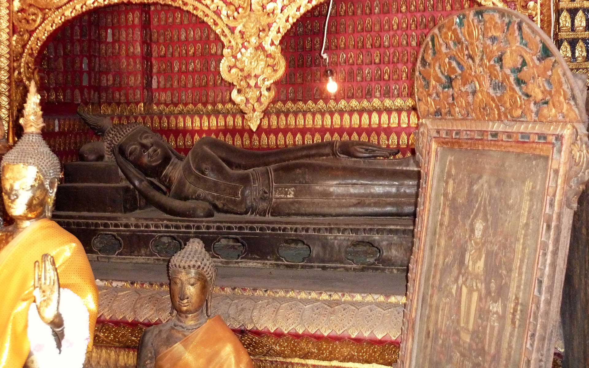 Red Chapel wat xieng thong Laos Travel