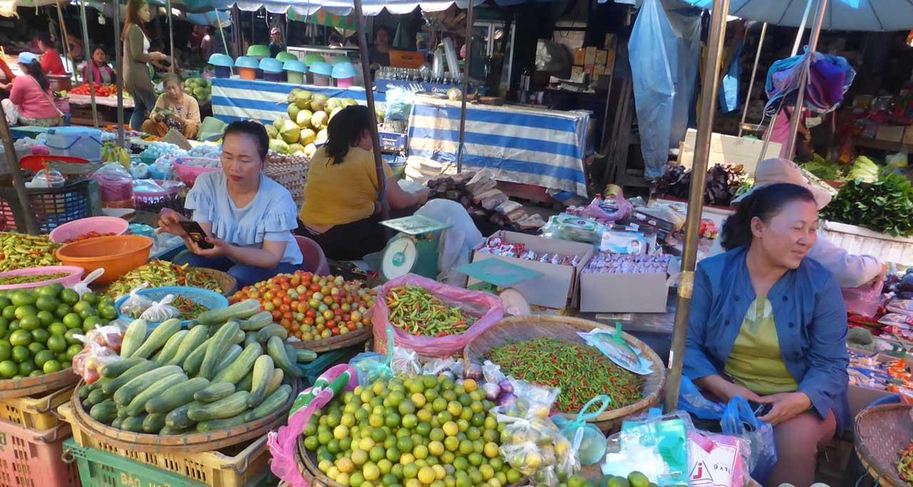 phosi market in luang prabang