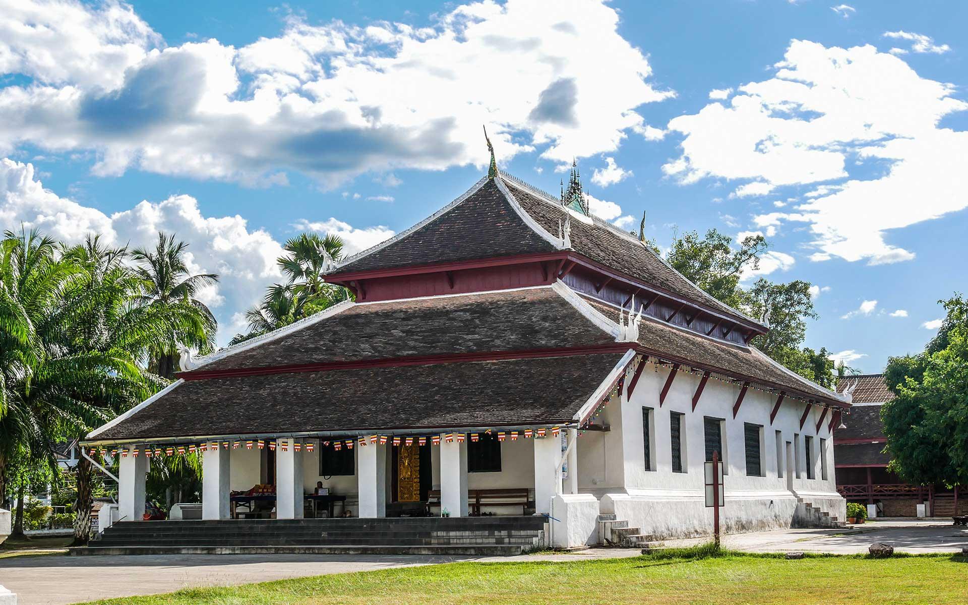 Wat Wisunarat luang prabang laos