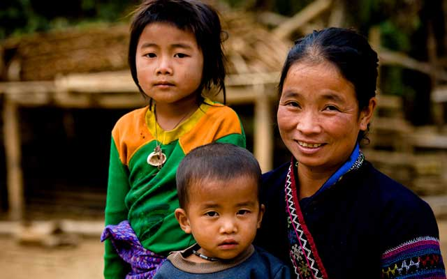 What languages are spoken in Laos?