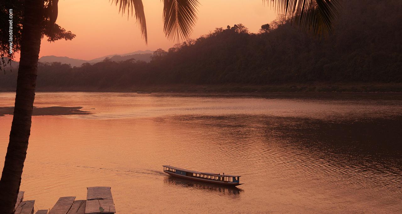 luang prabang boat - Mekong rivver Laos