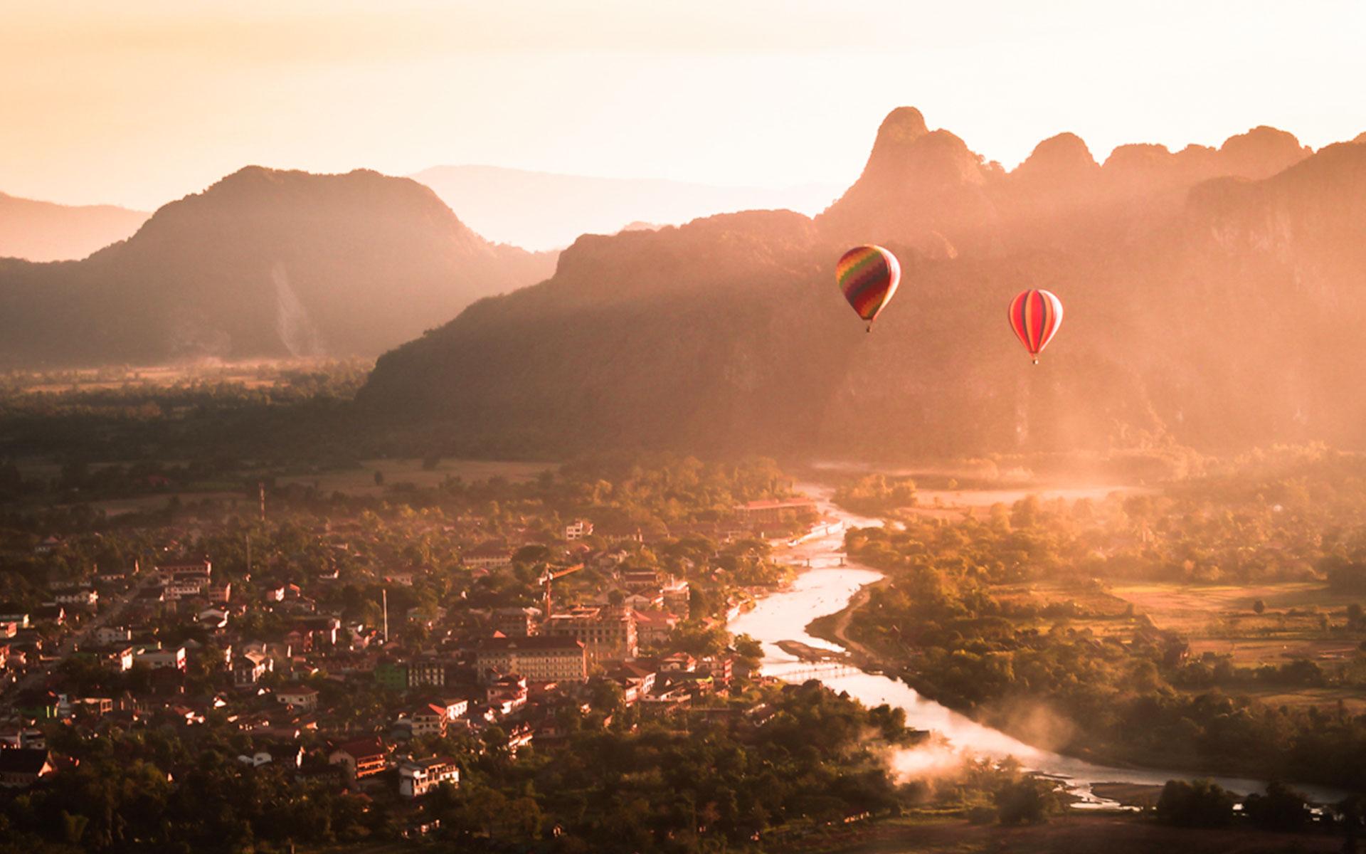 Balloon over Vang Vieng